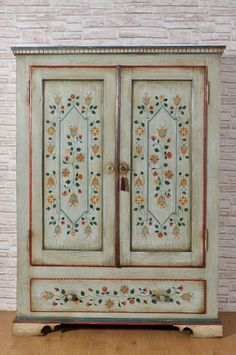 Tyrolean luxury wardrobe in solid spruce with two doors and a drawer decorated with stylized polychrome flowers. Hand Painted Furniture, Upcycled Furniture, Luxury Furniture, Cool Furniture, Painted Cupboards, Scandinavian Folk Art, Stencil Painting, Furniture Makeover, Boho Decor