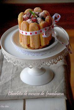 Charlota con mousse de frambuesa y ganache de chocolate & vasito de mousse de frambuesa con toque de chocolate. - CHEZ SILVIA