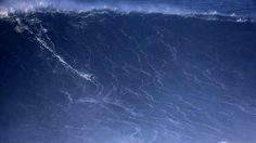 Hoy en Nazare, Portugal. Crazy! Viendo el tamaño del surfista.... Más de 20 metros de ola!!!! Foto: Francisco Seco/Ap