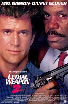 Lethal Weapon 2 (1989) Actie/Komedie, De politiemannen Martin Riggs (Gibson) en Roger Murtaugh (Glover) zijn terug. Deze keer komen ze in aanraking met een Afrikaanse diplomaat die gebruik maakt van zijn diplomatieke onschendbaarheid om zijn criminele activiteiten ongestraft te kunnen uitvoeren. De irritante Leo Getz (Pesci) is de enige getuige die Riggs en Murtaugh hebben, maar de vraag is of ze hem zelf niet eerst zullen vermoorden voordat hij kan getuigen.