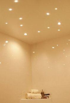 uno splendido bagno reso luminoso e rilassante grazie a faretti led