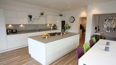 21 Best Gloss Kitchen images on Kitchen Decoration Ideas Kitchen Units, White Kitchen, Gloss Kitchen Cabinets, White Gloss Kitchen, Kitchen Decor, Kitchen Wall Colors, Gloss Kitchen, Kitchen Accessories, Kitchen Design