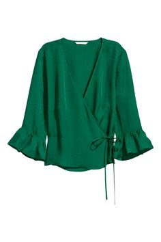 H&M Patterned wrapover blouse - Green Blouse in woven, crêped fabric with a V-neck and wrapover front with concealed button and hook-and-eye fastening. Ties at one side and sleeves with ruffle trim. Blouse Patterns, Blouse Designs, Sewing Patterns, Hijab Style, Green Blouse, Blouse Styles, Ladies Dress Design, Pulls, Emerald Green
