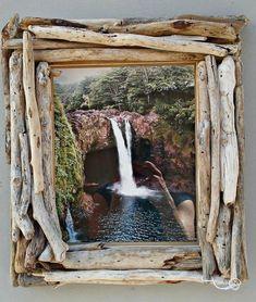 treibholz deko basteln mit naturmaterialien bilderrahmen driftwood decoration tinker with natural materials picture frame Diy Crafts To Do, Frame Crafts, Diy Frame, Wood Picture Frames, Picture On Wood, Pebble Pictures, Driftwood Crafts, Driftwood Ideas, Driftwood Frame