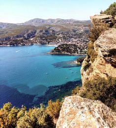 ~No words needed to describe the beauty of this place 😍🌊💙~  •  •  •  •  •  •  #provence #south #sud #southernfrance #suddelafrance #laroutedescrêtes #sea #mer #seaside #borddemer #blue #bleu #sky #ciel #wonderfulview #magnifiquevue #clifs #falaises #summer #été #august #août #holidays #vacances #nature #followme #tagsforlikes #photooftheday #photographer #instamoment