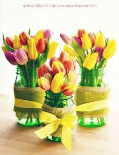 Spring Tulips with Burlap Wrapped Mason Jars for a Spring Centerpiece Hawk® Canning Mason Jar Crafts, Mason Jar Diy, Green Mason Jars, Scrapbook Expo, Diy Hanging Shelves, Jar Centerpieces, Ball Jars, Decoration Table, Decorations