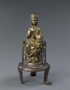 Vierge à l'Enfant  3e quart 13e siècle  SITE DE PRODUCTION Limoges (origine) TECHNIQUE/MATIÈRE cuivre (métal) , doré , émail champlevé DIMENSIONS Hauteur : 0.26 m Largeur : 0.16 m Profondeur : 0.135 m