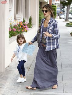 Alessandra Ambrosio shopping with daughter Anja Mazur in Santa Monica, CA - May 16, 2013