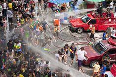 これは行ったw  ソンクラーン(水かけ祭り) ─タイ全土 新年(旧暦)のお祝いで、猛烈に水を掛け合う。  死ぬまでに一度は体験しておくべき世界20のお祭り&フェスティバル:らばQ