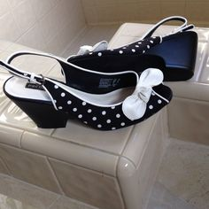 Adorable polka dot shoes Black and white polka dot shoes perfect for spring and summer wear. Predictions Shoes