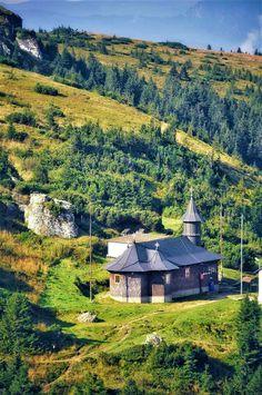 Romania Travel, Bucharest, Cabin, House Styles, Home Decor, Places, Decoration Home, Room Decor, Cottage