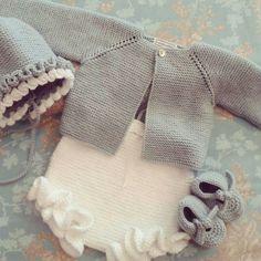 tabata workshop coats and jackets - PIPicStats Knitting For Kids, Baby Knitting Patterns, Crochet For Kids, Baby Patterns, Crochet Baby Jacket, Knit Crochet, Tricot Baby, Knitted Baby Clothes, Baby Cardigan
