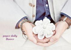 DIY DOILY CRAFTS DIY CRAFTS : DIY: Paper Doily Flower (CE) Paper Doily Crafts, Paper Crafts Wedding, Paper Flower Garlands, Doilies Crafts, Paper Doilies, Tissue Paper Flowers, Flower Crafts, Diy Paper, Diy Crafts