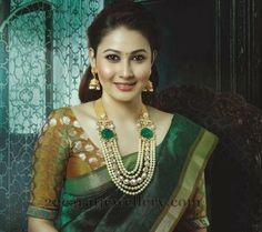 Jewellery Designs: Exclusive Pearls Haar by VBJ