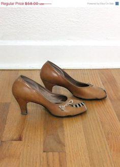 3b2f23370c4 1940s leather pumps  58