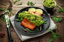 15 Minute Salmon with Avocado Cream L Lysine Benefits, Guacamole Chicken, Avocado Cream, Healthiest Seafood, How To Cook Eggs, Week Diet, Seafood Recipes, Creme, Nutrition