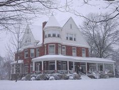 Austin Mansion, Effingham, Illinois -   I want to live here, its beautiful and look at those wrap-around porches.