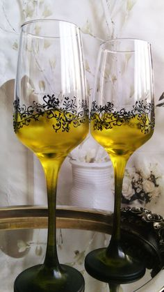 Set of 2 hand painted wedding flutes by PaintedGlassBiliana