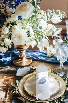 Tolle Farbkombination! Weiß, Dunkelblau und Gold passen perfekt zu einem klassisch eleganten Look.