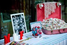 {Decor} Um doce de família. Tudo feito pelos noivos e convidados! Fofo! #DIY #handmadewedding #pauloheredia #fransartor
