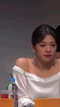 Bts Twice, Twice Jungyeon, Kpop Girl Groups, Korean Girl Groups, Kpop Girls, Aesthetic Lockscreens, Aesthetic Backgrounds, Namjoon, Twice Video