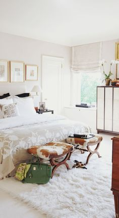 Modern and chic bedroom from fashion designer adrienne vittadini via This is Glamorous! #laylagrayce #bedroom #hometour