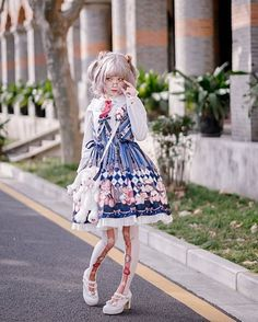"4,807 Me gusta, 6 comentarios - H 猫 (@hmao_owo) en Instagram: ""#lolitafashion #babythestarsshinebright #longearsandsharpears #sweetlolita"""