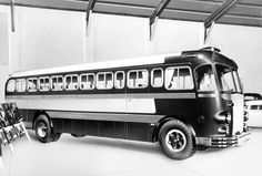 •♥• 1949 MÁVAG Ikarus A19 •1♥95• #Ikarus+A19 Automobile, New Bus, Busses, Commercial Vehicle, Budapest Hungary, Old Cars, Transportation, Tourism, Boat