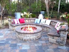 Wanting a DIY fire pit project? Take a look at these 13 Brilliant Fire Pit Landscaping Ideas. Great Outdoor fire pit ideas for outdoor living. Great for your patio or backyard. Cheap easy tips and FAQ answered. Diy Fire Pit, Fire Pit Backyard, Backyard Patio, Backyard Landscaping, Landscaping Ideas, Backyard Seating, Outdoor Seating, Nice Backyard, Backyard Fireplace
