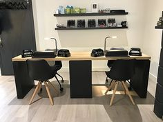Home Beauty Salon, Home Nail Salon, Nail Salon Design, Nail Salon Decor, Beauty Salon Decor, Salon Interior Design, Beauty Salon Interior, Spa Room Decor, Beauty Room Decor