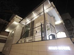 Mono House Hongdae. Book Now: http://www.guesthouseinseoul.org/guesthouse-reviews/mono-house-hongdae Conveniently located in Seoul, Mono House Hongdae is a great base from which to explore this vibrant city. The hotel is not too far from the city center: just 5KM away, and it normally takes about 45 minutes to reach the airport. With its convenient location, the hotel offers easy access to the city's must-see destinations.