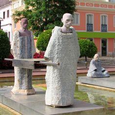 Moorish statues in the Praça Al Mouhatamid Ibn Abbad gardens, Silves.
