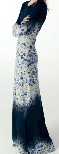 Blue and white ombré maxi dress with floral print. So dreamy! Modest Fashion, Hijab Fashion, Boho Fashion, Feminine Fashion, Fashion Women, Pretty Outfits, Pretty Dresses, Beautiful Outfits, Mode Simple