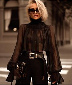 Amazing black outfit and blonde hair Look Fashion, High Fashion, Winter Fashion, Womens Fashion, Fashion Design, Luxury Fashion, Paris Chic, Paris Style, Mode Chic