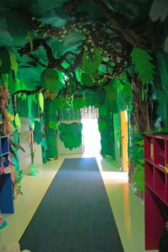 With the help of dim lights, papier-mâché sculptures, drawings, a vaporizer and an iPad, the hallway at Upper saddle River Children's Academy is transformed into a rainforest. Rainforest Classroom, Jungle Theme Classroom, Rainforest Theme, Classroom Themes, Rainforest Animals, Rainforest Preschool, Amazon Rainforest, Jungle Room, Jungle Party