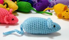 Nicely Created For You: FREE Crochet Pattern - Mousie (with Catnip). Tuesday, April 2012 FREE Crochet Pattern - Mousie (with Catnip) Size: Approximately 3 inches long, excluding tail. Crochet Cat Toys, Crochet Gratis, Crochet Mouse, Cute Crochet, Crochet Animals, Crochet Dolls, Knit Crochet, Ravelry Crochet, Thread Crochet
