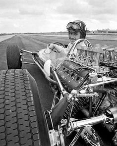 British double world champion Graham Hill testing the 1967 Lotus 49 with the new Ford-Cosworth engine. The car was one of the first cars to use a stressed-member drivetrain to reduce weight, and the first to be widely copied by other teams. The Lotus te Grand Prix, Ferrari, Sports Car Racing, Sport Cars, Racing Team, Auto Racing, Classic Motors, Classic Cars, Supercars