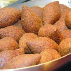 Kibbeh is a Levantine dish made of burghul (cracked wheat), minced onions and finely ground lean beef, lamb, goat or camel meat. Meze Recipes, Halal Recipes, Cooking Recipes, Middle East Food, Middle Eastern Recipes, Lebanese Recipes, Lebanese Cuisine, Recetas Halal, Tofu
