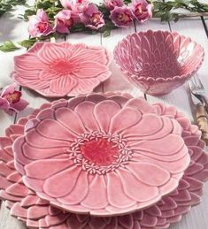 Ceramic Clay, Ceramic Plates, Ceramic Pottery, Pottery Art, Flower Plates, Ceramic Flowers, Clay Crafts, Diy And Crafts, Vase Deco