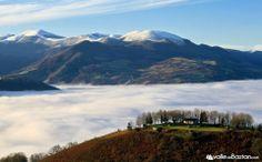 2014-01-19 Lainoa eta elurre mendi kaxkotan, Ameztitik atratako argazkie.--- Nieblas bajas y nieve en las cotas más altas, foto sacada desde el monte Amezti.