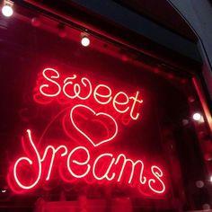 """""""que isso porra?"""" eu caindo ao som de Sweet Dreams"""
