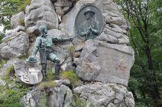 O monumento Struber na Passagem Lueg, que foi construído em 1898 por Hubert Spannring im Andenken em memória aos combatentes da liberdade sob o comando de Josef Struber que se opuseram às tropas francesas e bávaras. Em Golling an der Salzach, no estado de Salzburg, Áustria.    Fotografia: Herzi Pinki.