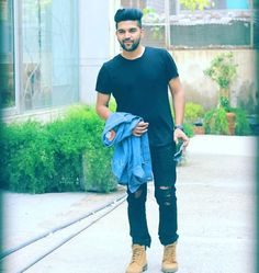Best HD All Wallpapers of Guru Randhawa Celebrity Faces, Celebrity Photos, Parmish Verma Beard, Guru Pics, Bollywood Images, Love Guru, Love Husband Quotes, Height And Weight, Celebs
