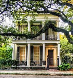 #tbt How about this Garden District beauty to brighten your day! 😍 . Check out @beyondbourbonst podcast (episode 64) and learn about 300…