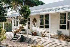 The Design Files – A Swedish Summer Cottage In South Australia. Australian Architecture, Australian Homes, Australian Country Houses, Australian Boutique, Coastal Cottage, Coastal Homes, Coastal Country, Cottage Entryway, Modern Coastal