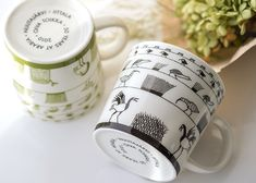 イッタラ/iittala オイバ・トイッカ/Oiva Toikka 50周年記念/50th Anniversary Birds バード  粒粒ガラスで人気の「カステヘルミ/Kastehelmi」を手がけた 人気デザイナー「Oiva Toikka」のデザイナーデビュー50周年を記念して、 2010年に限定生産されたマグカップとなります。    彼の作品の中でカステヘルミの他に代表作として知られるのが、 ガラスで表現された「バード/Bird」シリーズ。 1972年に製造がスタートしてからは自身も総数を把握する事出来ないほどの種類があるようです。   そんなOiva Toikkaが50周年記念という大事な周年に選んだのが、このバードマグ。 鳥を愛する彼ならではのデザインがカップいっぱいに描かれた素敵な作品に仕上がっています。