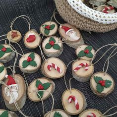 Handmade Christmas decorations and knitting tutorial survey - nimivo sites Handmade Christmas Decorations, Christmas Ornaments, Holiday Decor, Artisanal, Knitting, Christmas Chalkboard, Handmade Christmas, Unique Home Decor, Home Made