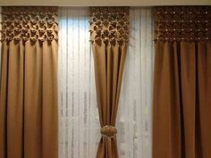 Un ambient placut inseamna confort – Idei de amenajari interioare cu draperii sofisticate Home Curtains, Curtains With Blinds, Window Coverings, Window Treatments, Rideaux Design, Fabric Manipulation Techniques, Canadian Smocking, Curtain Holder, Smocking Patterns