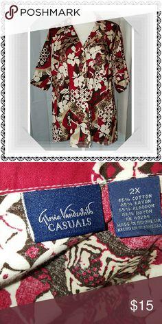 Tropical top! Short sleeves, button down Gloria Vanderbilt Tops Button Down Shirts