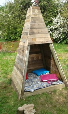 Outdoor Pallet Projects Build your kids a wooden teepee tent!